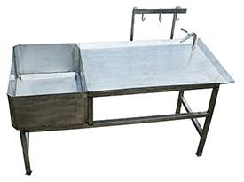 Стол проливки кишок (выпускается в левом и правом исполнении цевкой для кишок)